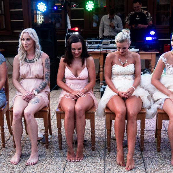 Svatební hry - poznávání nohou