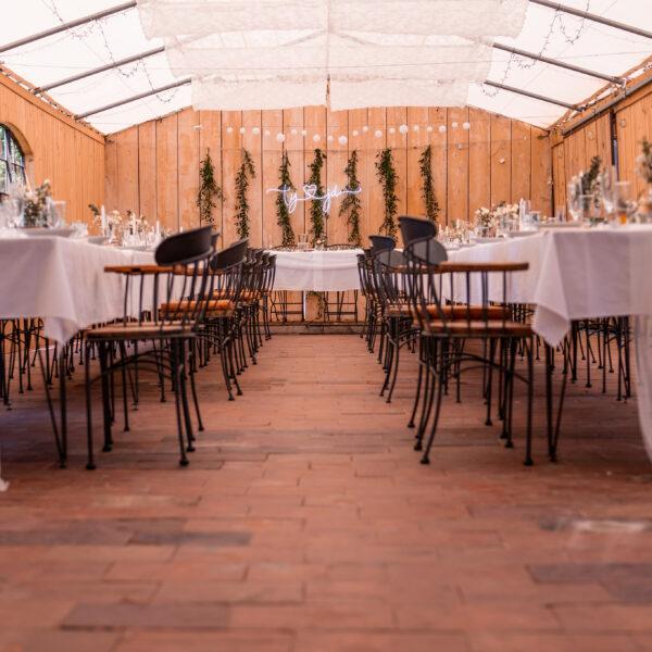 Svatební hostina tabule